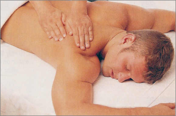 Straight Dude Has Deep Tissue Massage